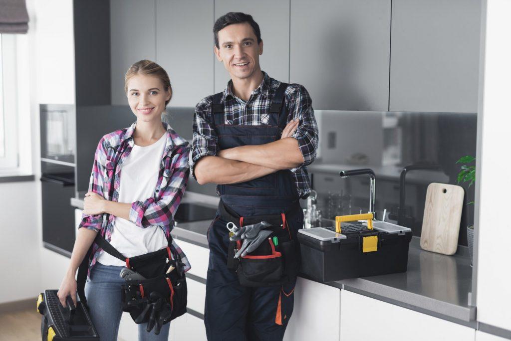 Equipe technicien en plomberie